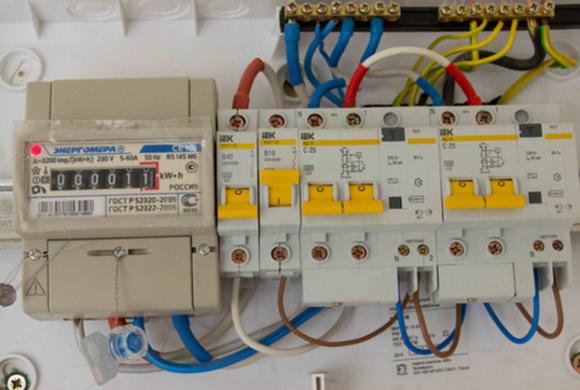 Как поменять проводку в своей квартире?